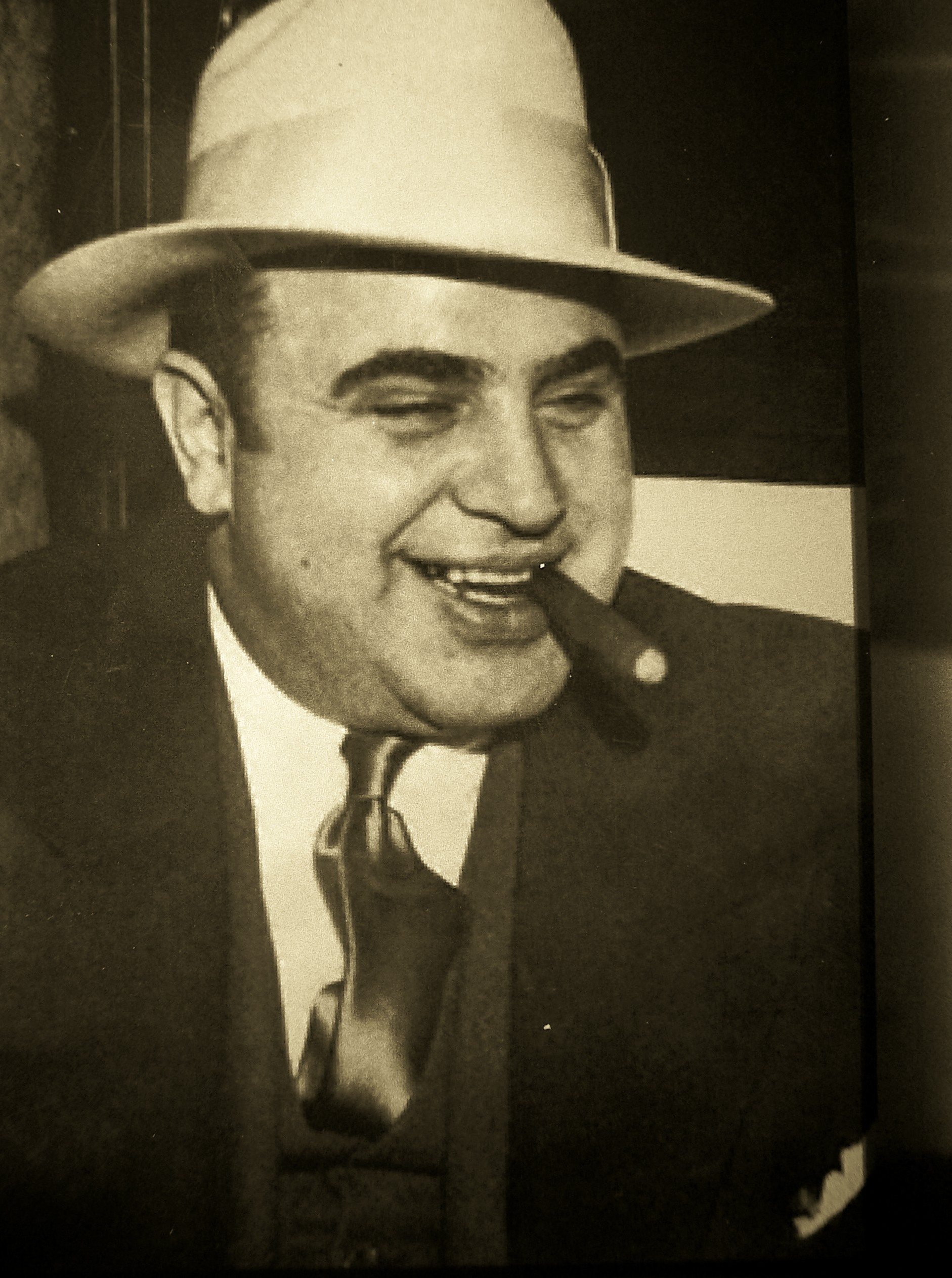 http://nicolakirk.files.wordpress.com/2010/03/05-03-2010-al-capone.jpg